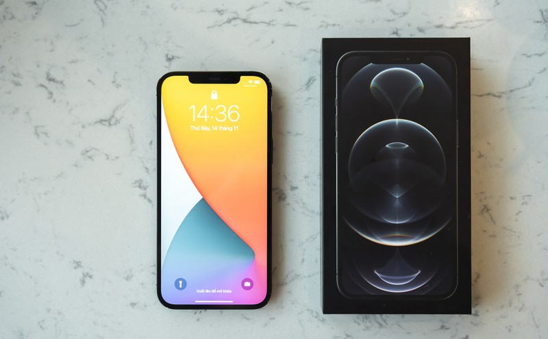 iPhone 12 Pro Max VN/A mau xanh va than chi da len ke-Hinh-2
