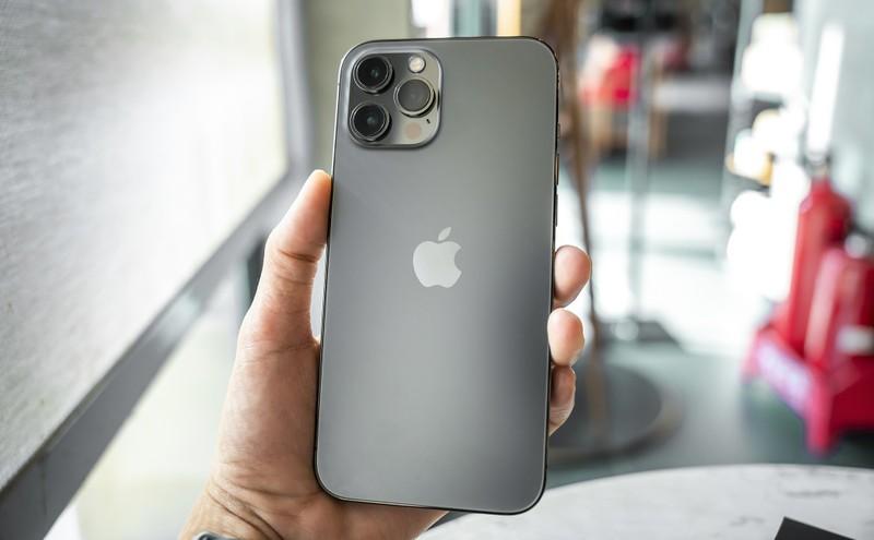 iPhone 12 Pro Max VN/A mau xanh va than chi da len ke