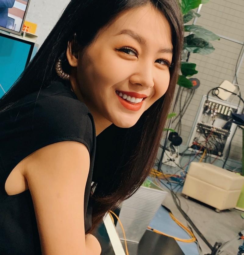 MC Hong Nhung VTV len song sau 17 ngay sinh con-Hinh-3