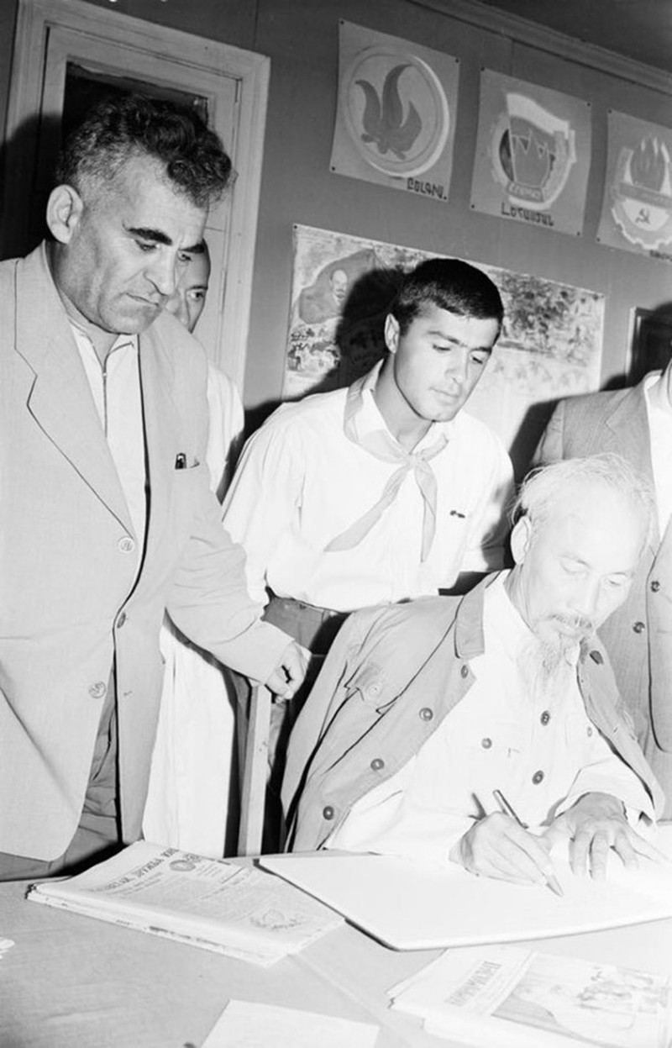 Nhung buc anh khi Chu tich Ho Chi Minh tham Armenia-Hinh-3