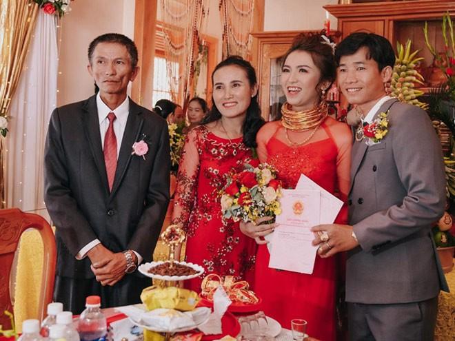 Cua hoi mon 10 cay vang, 2 so do, 1 o to cua co dau Ninh Thuan-Hinh-6