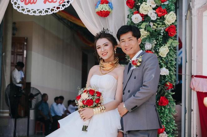 Cua hoi mon 10 cay vang, 2 so do, 1 o to cua co dau Ninh Thuan-Hinh-7