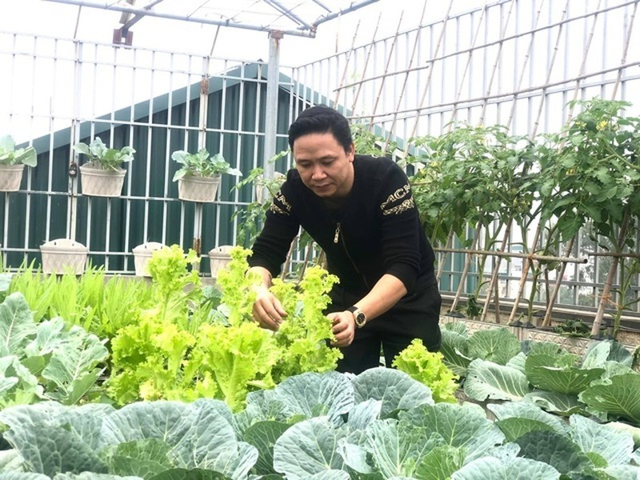Ong bo Ha Noi chi gan tram trieu de trong rau tren san thuong-Hinh-4