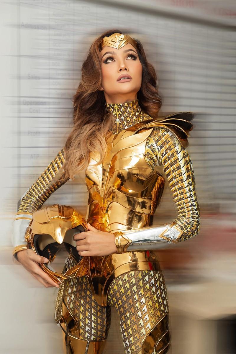 Sau ngoi vi Top 5 Miss Universe, Hoa hau H'Hen Nie gio the nao?-Hinh-4