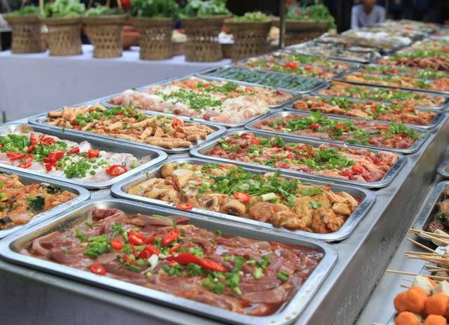 Tiet lo soc ve lau Thai, buffet gia re tu cuu nhan vien nha hang-Hinh-3
