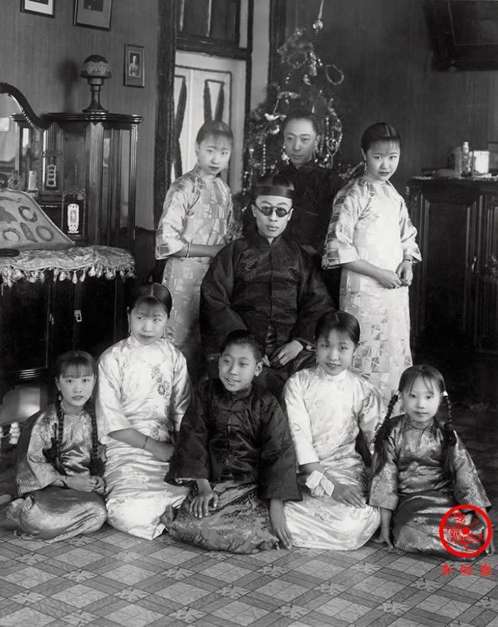 3 the he gia dinh Hoang de nha Thanh cuoi cung-Hinh-7