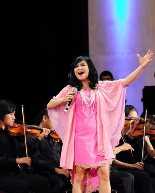 Diva Thanh Lam bi che dung phu kien kem sang-Hinh-6