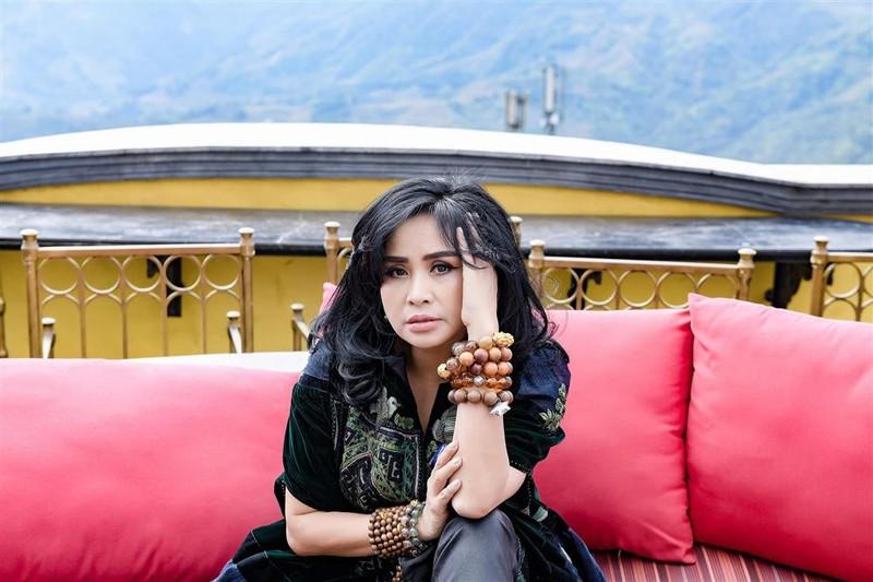 Diva Thanh Lam bi che dung phu kien kem sang