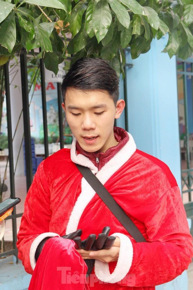 Mot ngay ban ron cua ong gia Noel trong dip le Giang Sinh-Hinh-10