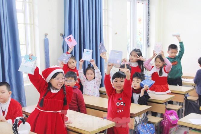 Mot ngay ban ron cua ong gia Noel trong dip le Giang Sinh-Hinh-6