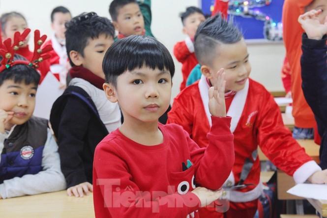 Mot ngay ban ron cua ong gia Noel trong dip le Giang Sinh-Hinh-8
