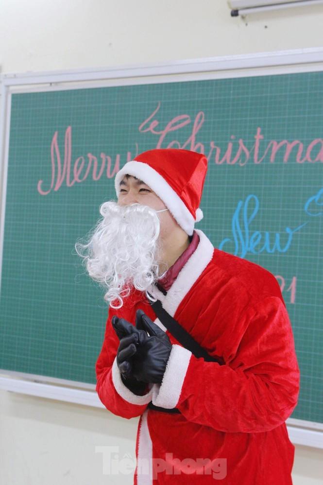Mot ngay ban ron cua ong gia Noel trong dip le Giang Sinh