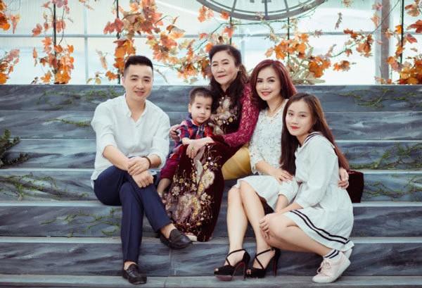 Hoang Yen: Nu dien vien hai duy nhat tu tin voi chuyen 4 doi chong-Hinh-4