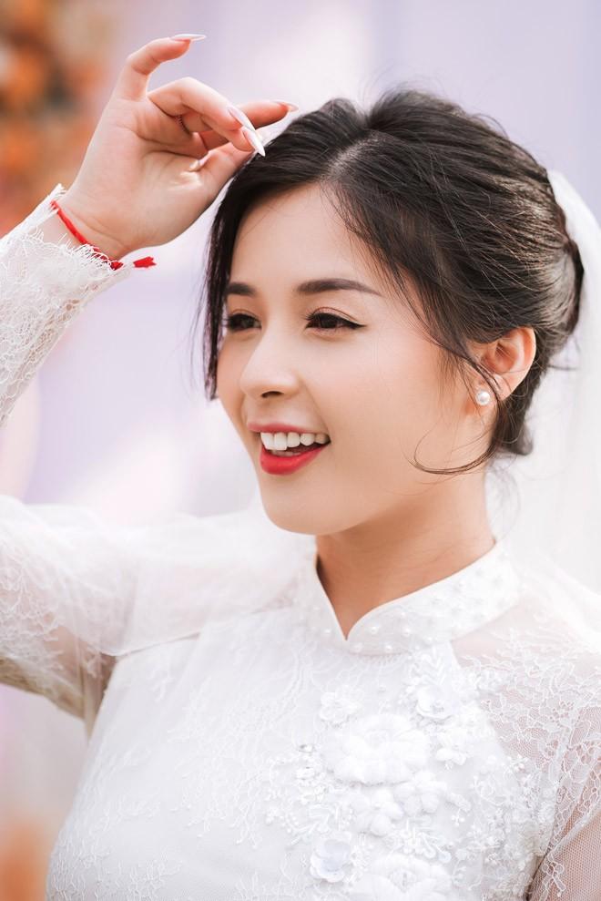 Hot girl dan toc Tay dien ao cuoi xinh lung linh-Hinh-2