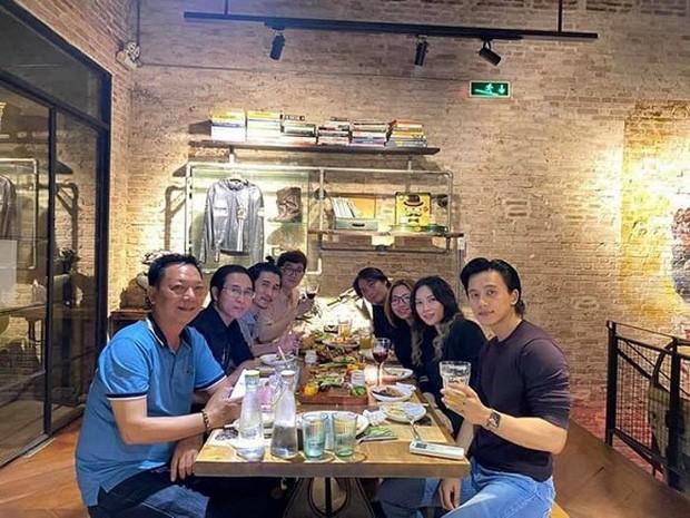 Nhung my nhan Viet vuong nghi an cap trai tre kem chuc tuoi-Hinh-7