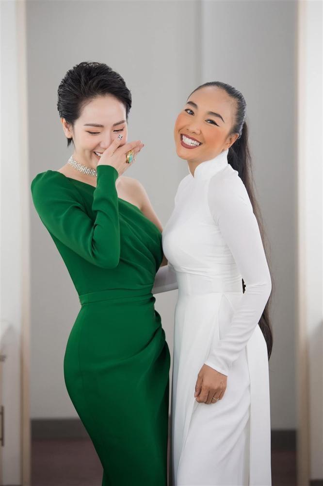 Phuong Linh ngai ngung khi chong cua Doan Trang thom ma