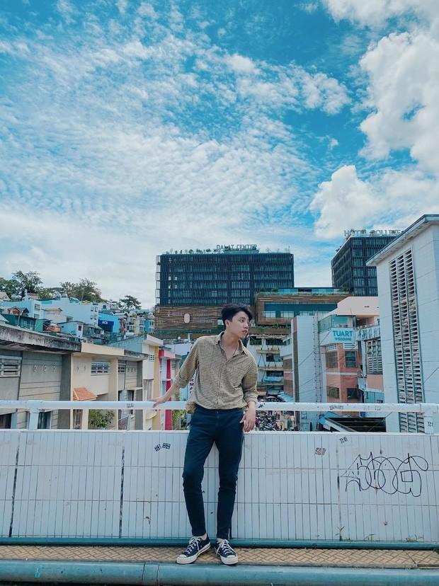 Chang trai so huu guong mat giong TikToker Hai Dang Doo va Gino Tong-Hinh-3