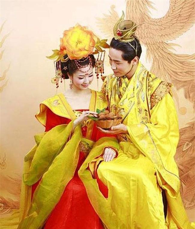 Kham pha vi Hoang de Trung Hoa suot doi mot vo mot chong-Hinh-2