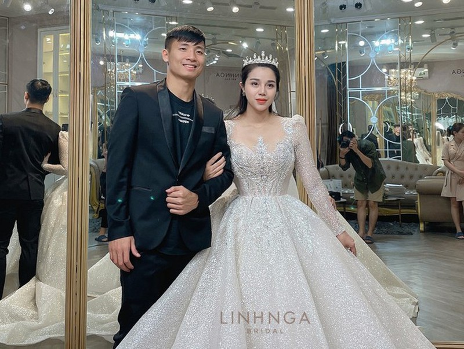 Khanh Linh dien vay cuoi lam tu 30K vien da Swarovski-Hinh-2