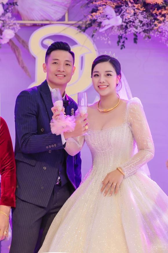 Cau thu Bui Tien Dung nhan nhu den Khanh Linh sau dam cuoi-Hinh-3