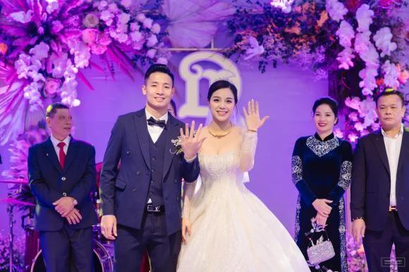 Cau thu Bui Tien Dung nhan nhu den Khanh Linh sau dam cuoi-Hinh-4