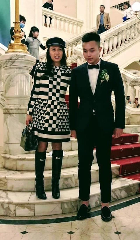 Con trai BTV Hoa Thanh Tung cao lon vuot ca bo me-Hinh-4