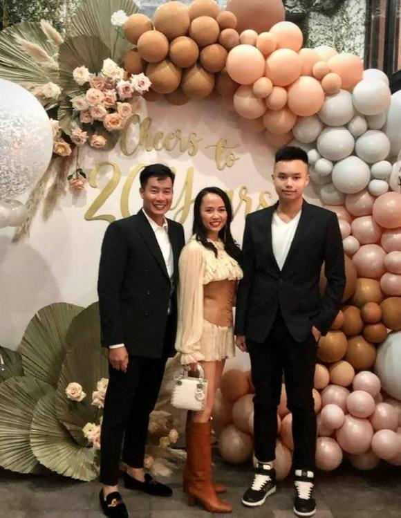 Con trai BTV Hoa Thanh Tung cao lon vuot ca bo me-Hinh-6