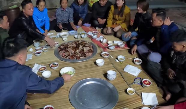 Lam de nuong nguyen con, Ba Tan Vlog bat ngo bi dan mang chi trich-Hinh-7