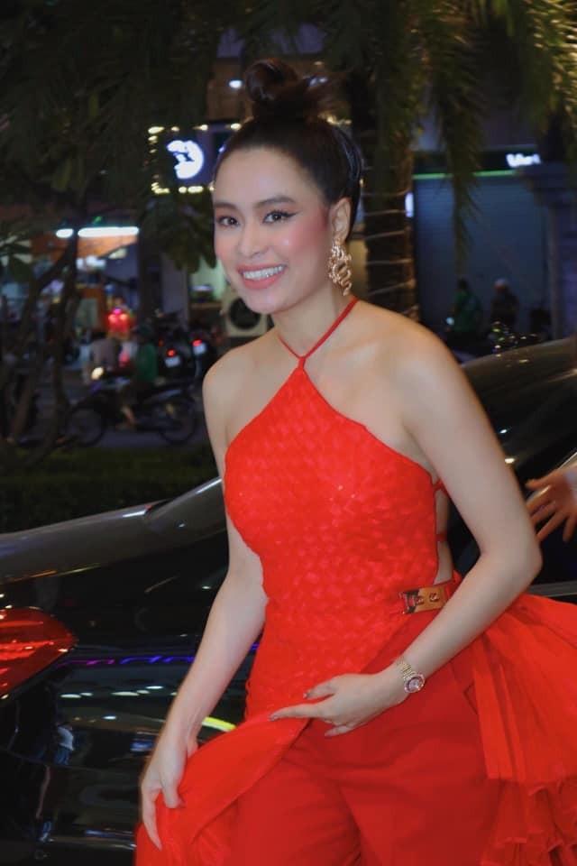 Hoang Thuy Linh make-up sen sua trong anh dim hang-Hinh-3
