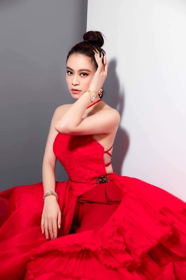 Hoang Thuy Linh make-up sen sua trong anh dim hang-Hinh-5