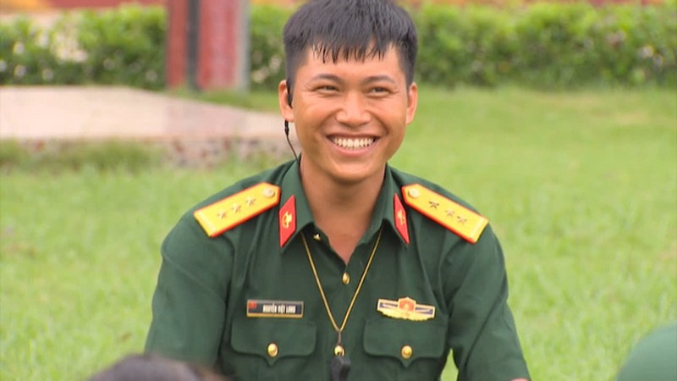 So sanh anh Mui truong Long khi xai app voi khi chup camera thuong-Hinh-3