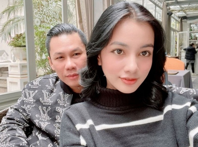 Chong cu Le Quyen bi ban be boc me la hoa da co chu-Hinh-3