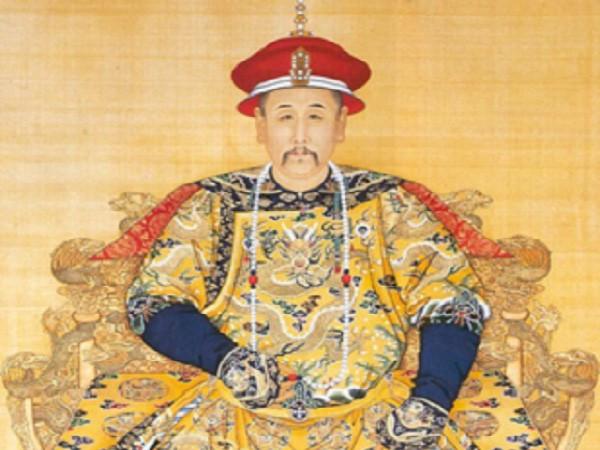Vua Khang Hi bat ngo chi ra thoi xau cua nguoi dan-Hinh-2