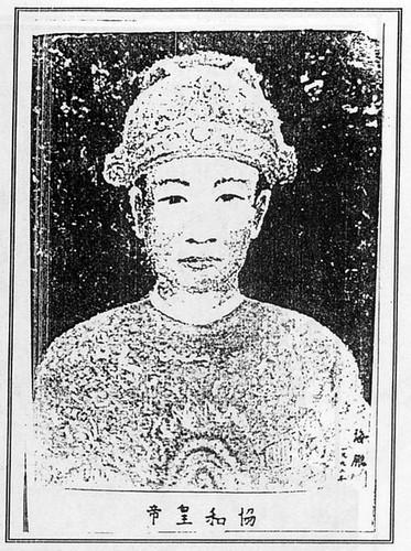 5 hoang de nha Nguyen noi nhau ngoi ngai vang-Hinh-2