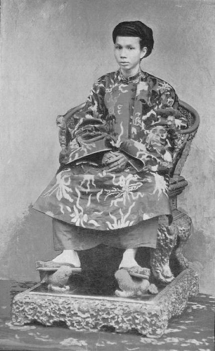 5 hoang de nha Nguyen noi nhau ngoi ngai vang-Hinh-5