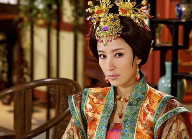 Vi Hoang de yeu say dam bao mau hon 17 tuoi la ai?