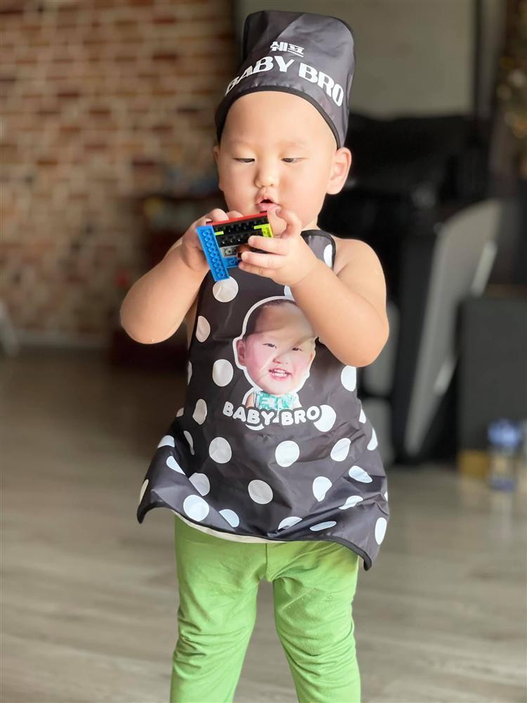 Hinh anh con trai Tra My Idol hoa dau bep nhi sieu dang yeu-Hinh-2