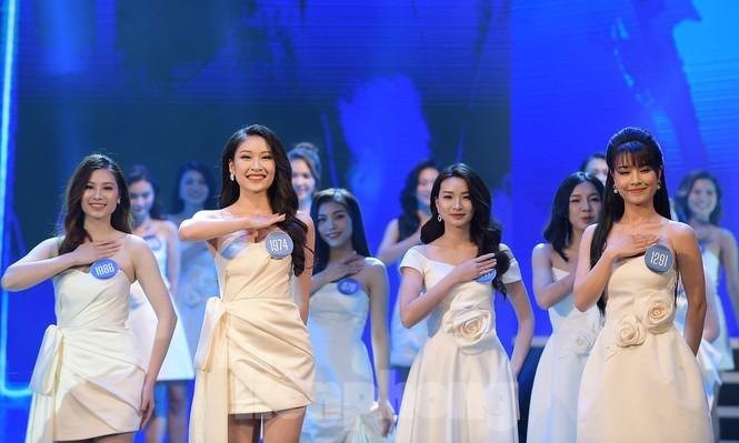 Nu sinh DH Nam Can Tho dang quang Hoa khoi Sinh vien Viet Nam