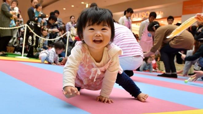 Chinh quyen Tokyo can nhac tang tien cho moi vo chong sinh con-Hinh-2