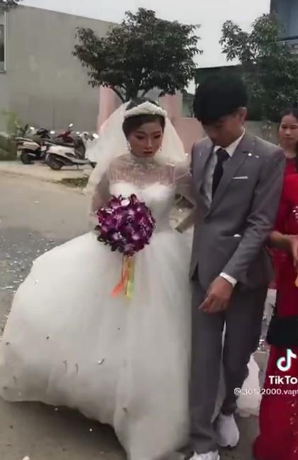 Chu re 2k3 buon ba trong dam cuoi vi bi ep lay vo 29 tuoi-Hinh-2