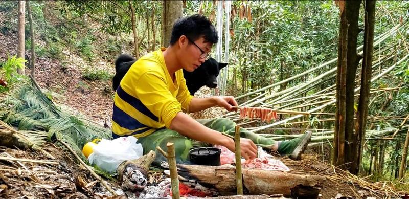 Chang trai bo pho len rung trai nghiem-Hinh-3