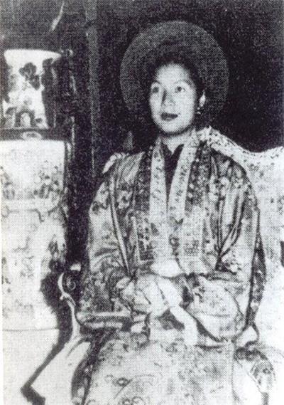 Nguoi phu nu khien Bao Dai nuot loi voi Hoang hau Nam Phuong la ai?-Hinh-3