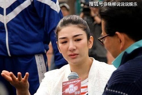Huynh Dich: Bi chong danh den phai ngoi xe lan-Hinh-7