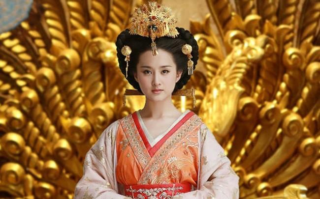 Vi Thai hau Trung Hoa cung con dau lam ky nu la ai?