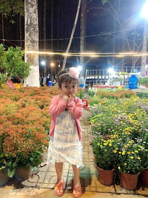 Con gai Le Duong Bao Lam, di du xuan cung phai deo vang-Hinh-2