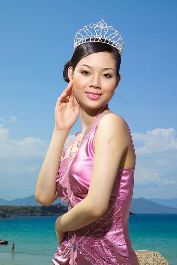 Chan dung co Hoa hau tuoi Suu bo lai hao quang showbiz