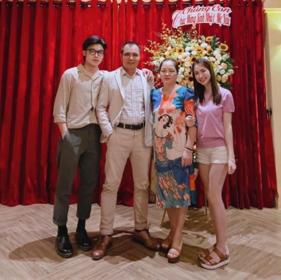 Khoe anh gia dinh nhung em trai Hoa Minzy lai chiem tron spotlight-Hinh-5