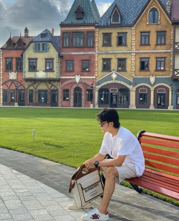 Khoe anh gia dinh nhung em trai Hoa Minzy lai chiem tron spotlight-Hinh-6