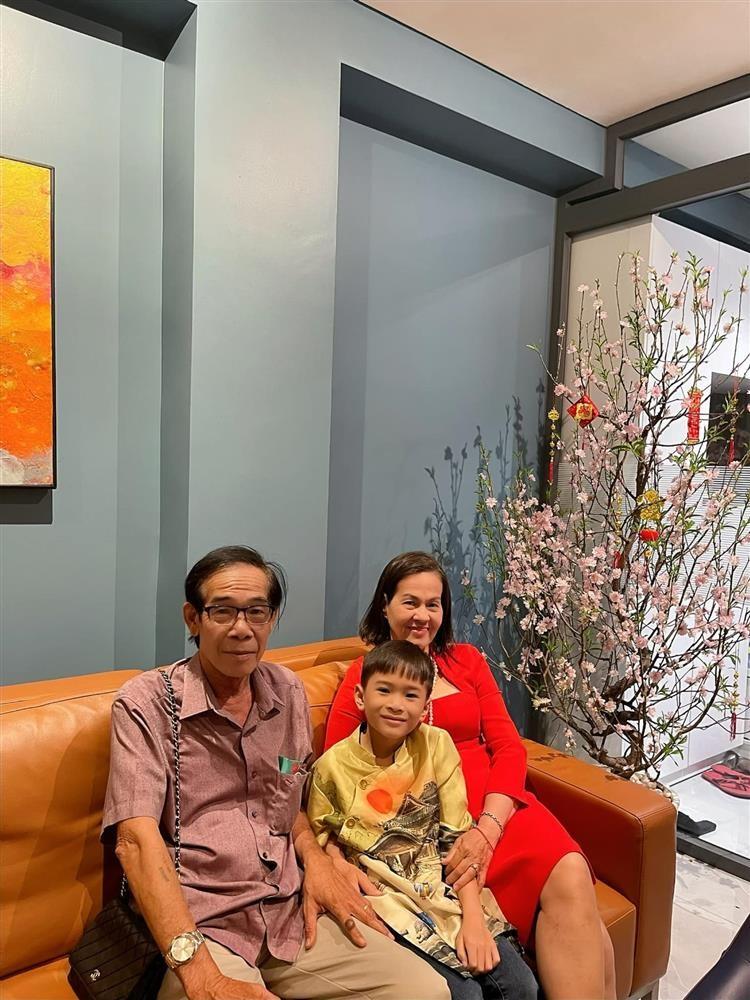 Ngay ve Viet Nam cua con trai Ngo Kien Huy-Hinh-10