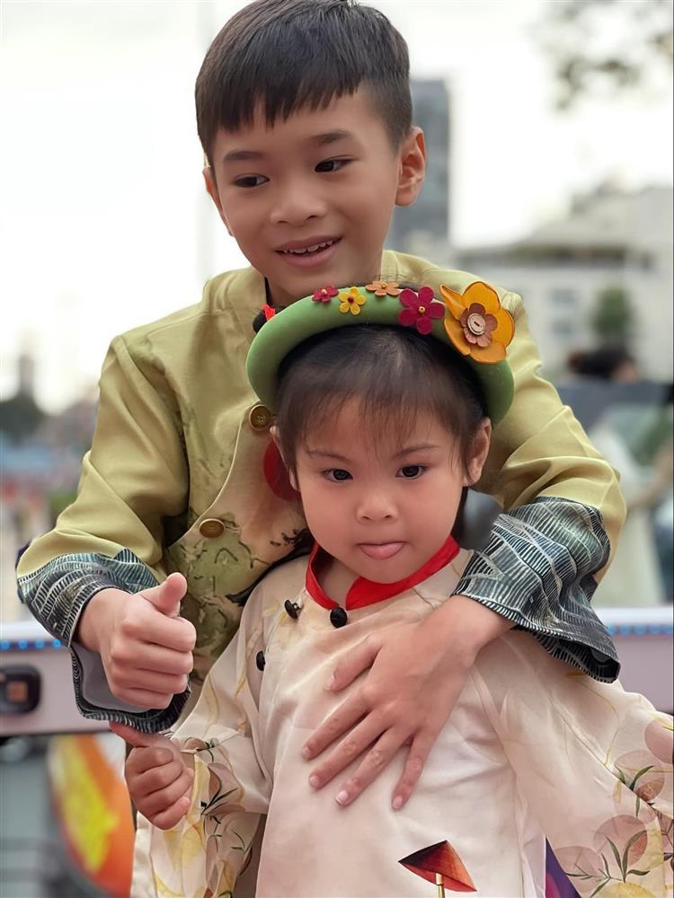 Ngay ve Viet Nam cua con trai Ngo Kien Huy-Hinh-11